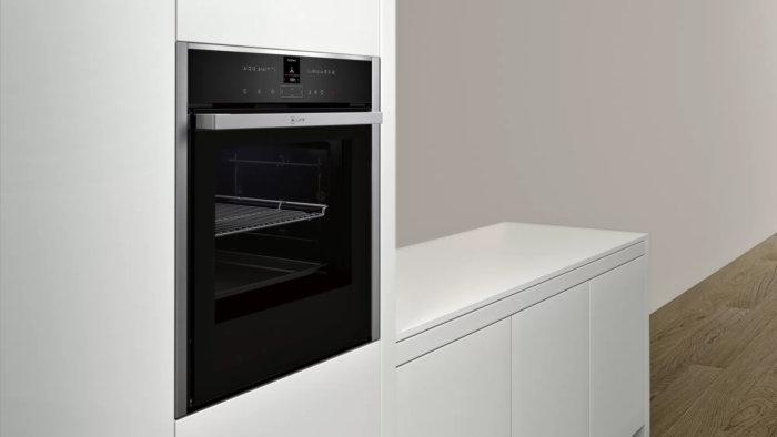 Встраиваемый духовой шкаф с функцией добавления пара Neff B47VR22N0